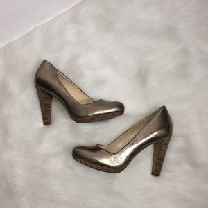 Banana Republic Gold Crackle Heels Pumps Sz 7